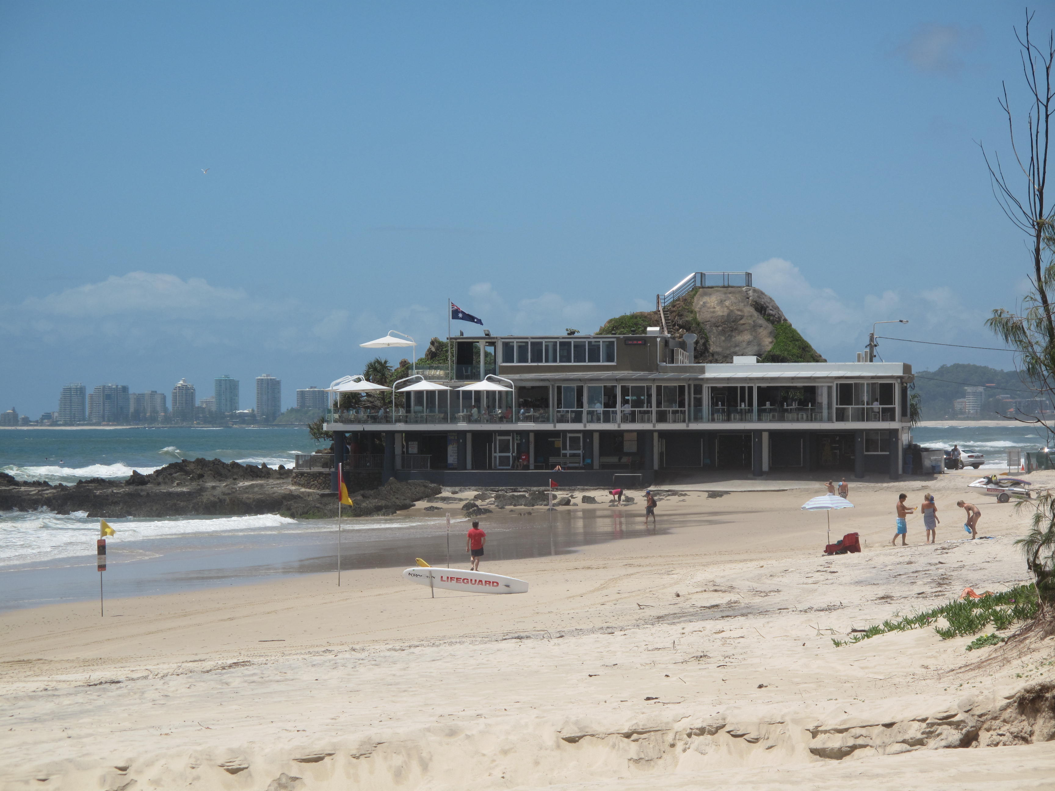 /images/currumbin_surfclub.JPG