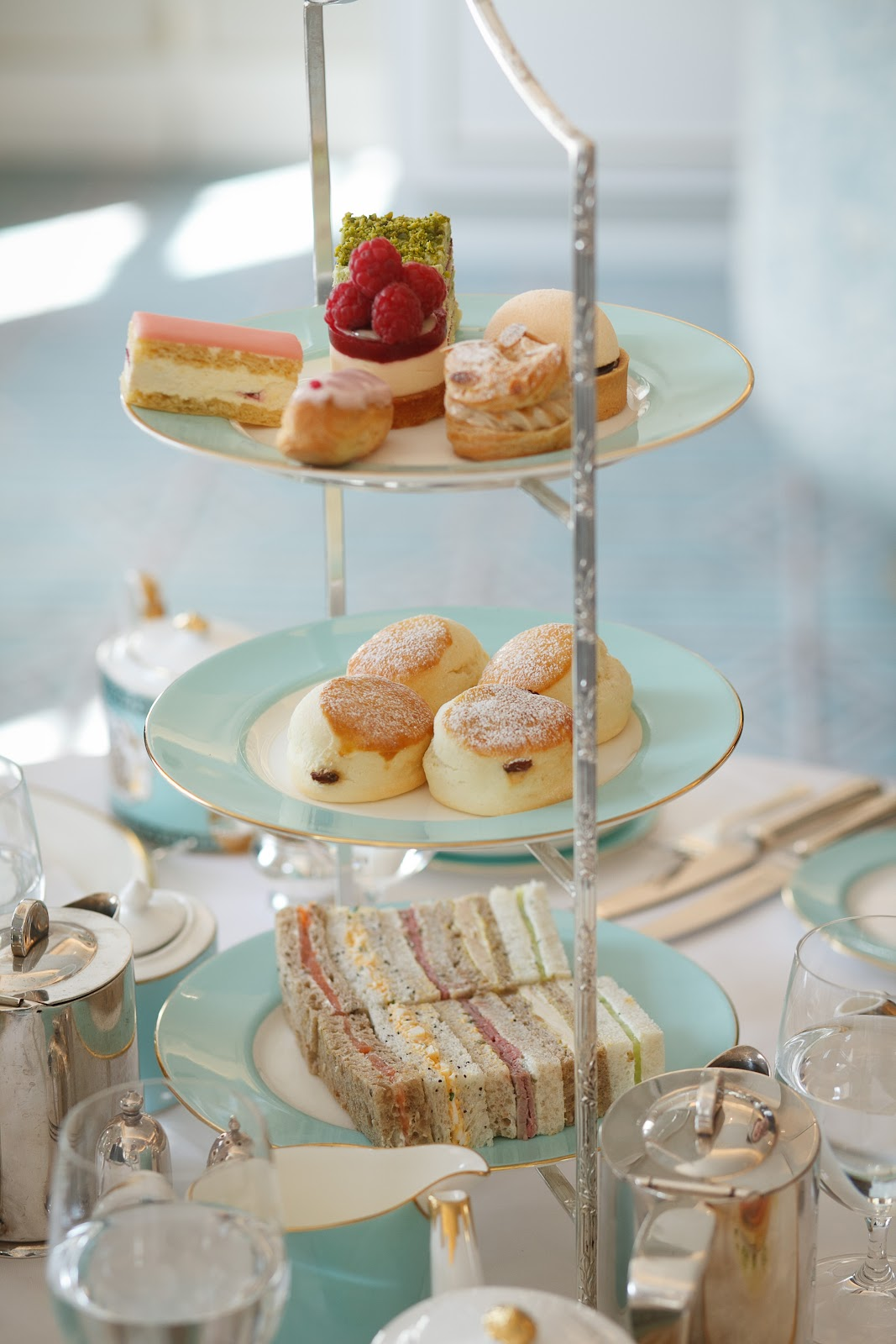 /images/fortnum_and_mason_jubilee_tea_3.JPG