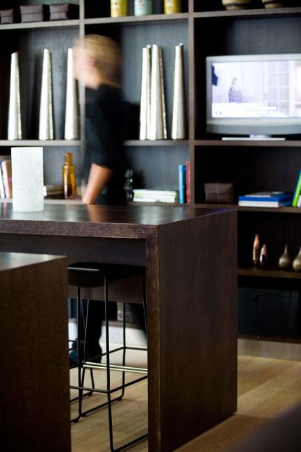 /images/hotel_twentyseven_copenhagen_bookshelves.jpg