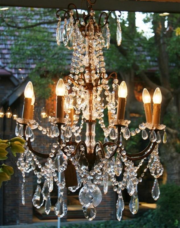 /images/parterre_garden_chandelier.jpg